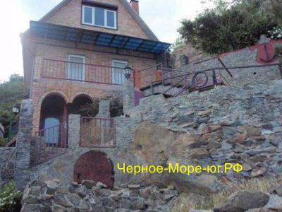 Гостевой дом «Кэт» г. Алушта п. Партенит ул. Прибрежная д. 18