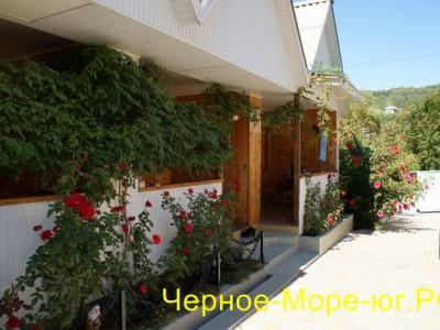 Гостевой дом «Светлана» по ул. Керченская, 12 в Лоо