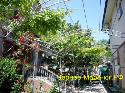 Гостевой дом «Уют» в Евпатории по ул. Нижняя, 12