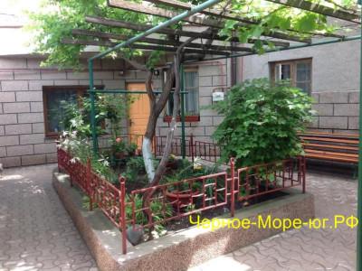 Гостевой дом «Семейный отдых» в Евпатории, пер. Училищный, 4